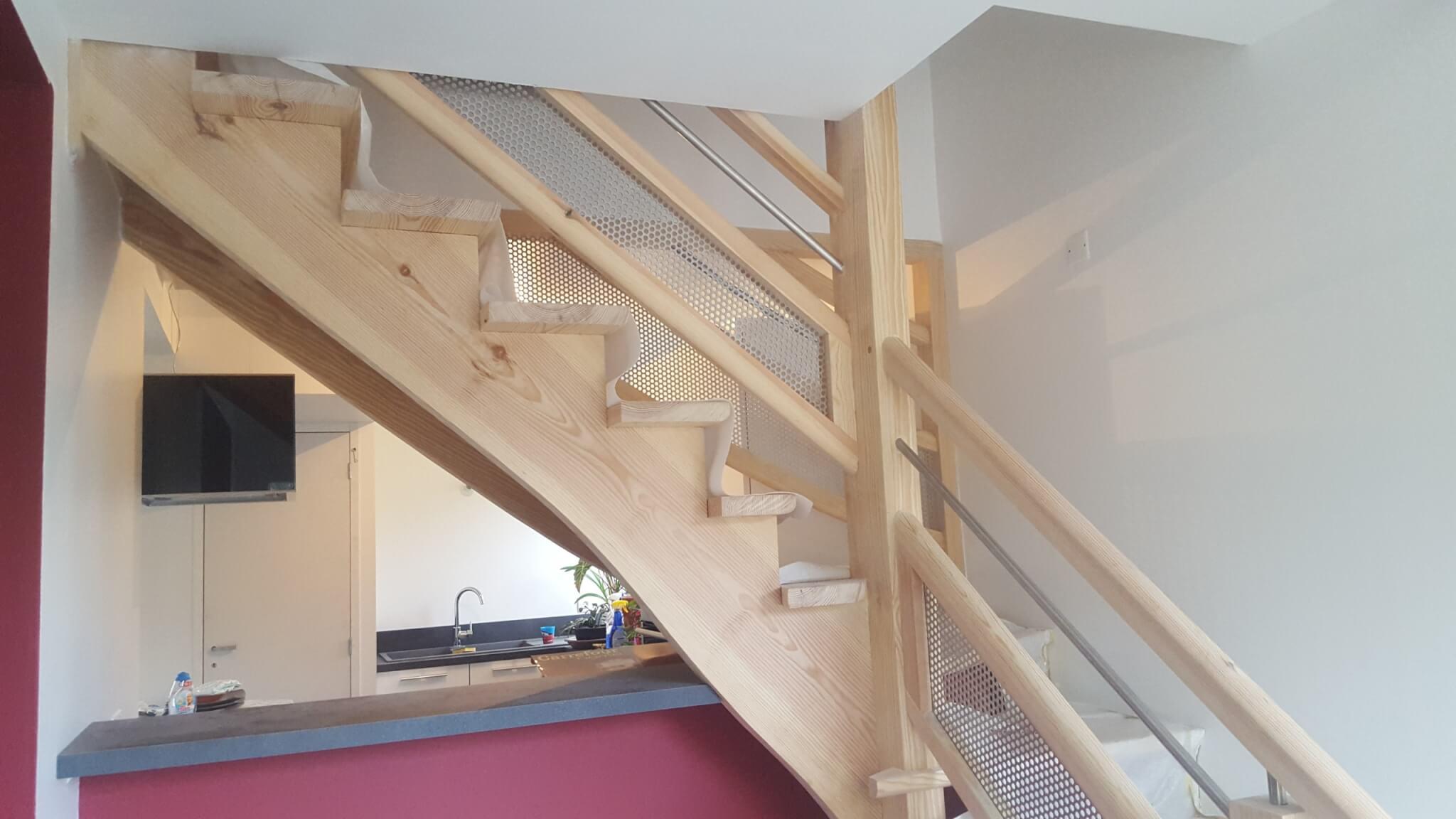 escalier apres travaux scaled